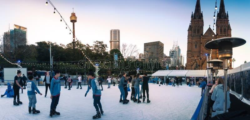 Panorama dehors de patinage au festival d'hiver à Sydney photos stock