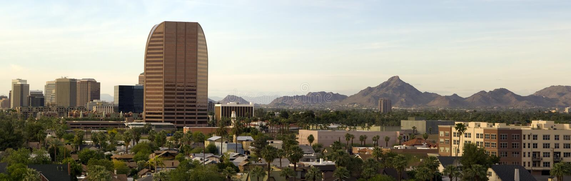 Panorama dei quartieri alti di Phoenix al crepuscolo immagini stock