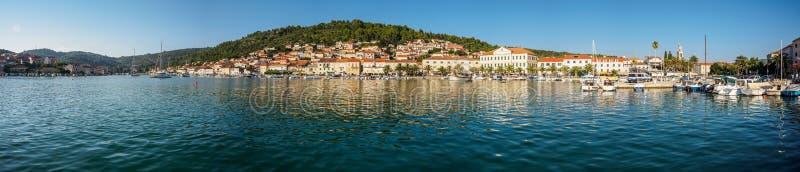 Panorama dei veli Mediterranei Luka della città fotografia stock