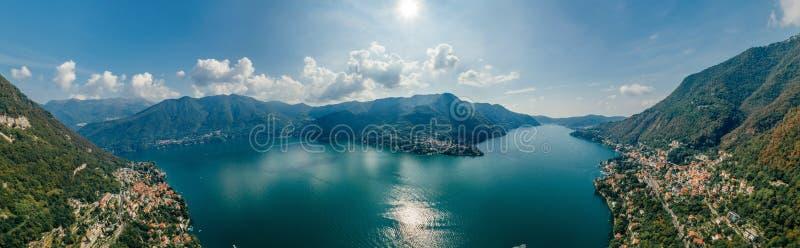 Panorama del abejón de la realidad virtual del vr del aire 360 del abejón del lago italy Como foto de archivo libre de regalías