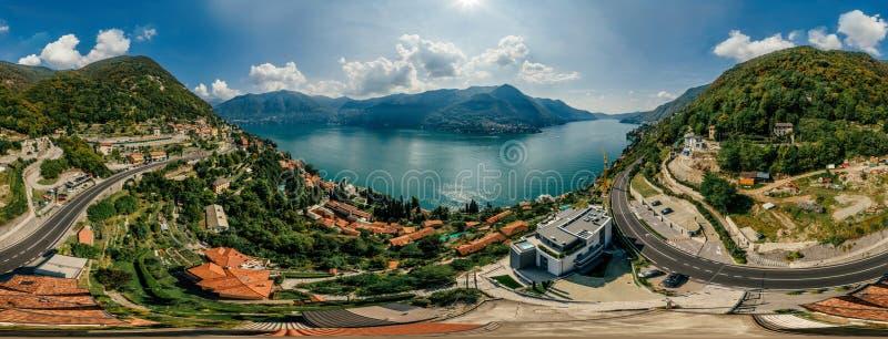 Panorama del abejón de la realidad virtual del vr del aire 360 del abejón del lago italy Como foto de archivo