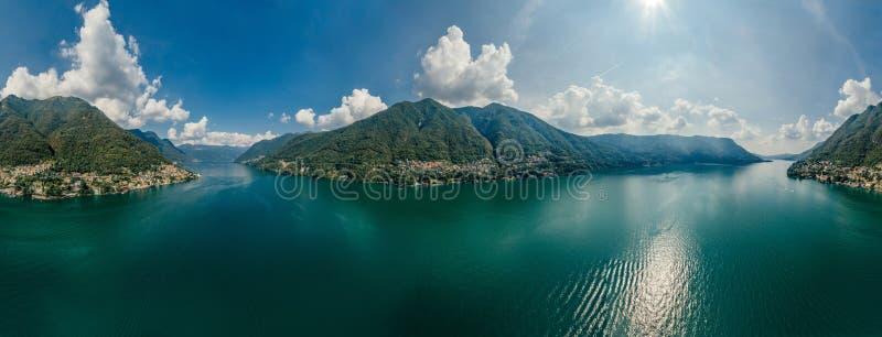 Panorama del abejón de la realidad virtual del vr del aire 360 del abejón del lago italy Como imagenes de archivo