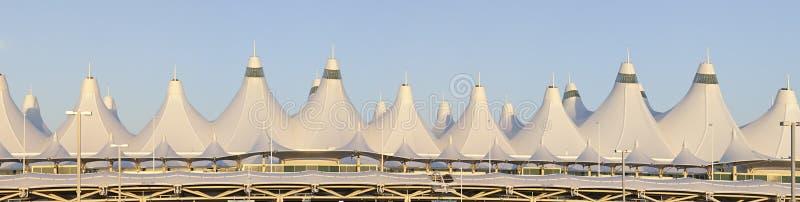 Panorama del aeropuerto internacional de Denver imagen de archivo libre de regalías