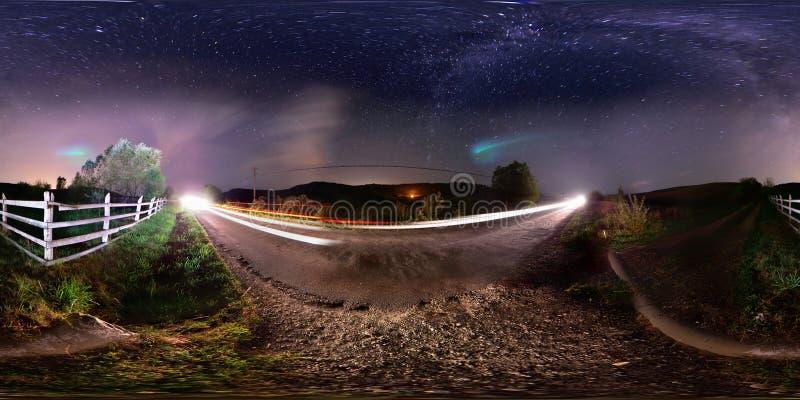 panorama 360 del bordo della strada rurale alla mezzanotte fotografia stock libera da diritti