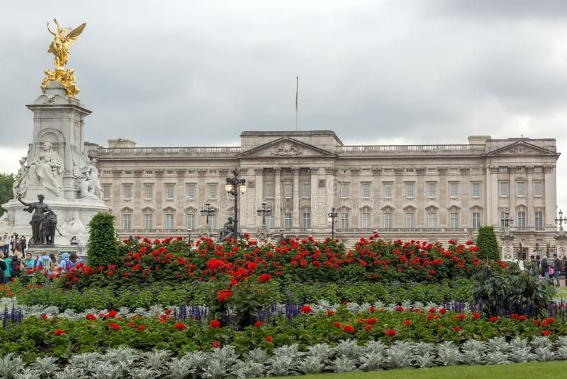 Panorama del Buckingham Palace en Londres, Inglaterra, Gran Bretaña fotos de archivo libres de regalías