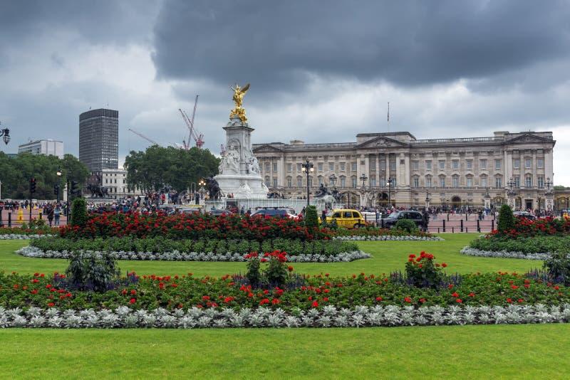 Panorama del Buckingham Palace en Londres, Inglaterra, Gran Bretaña imagen de archivo
