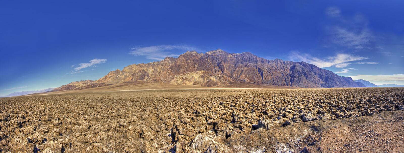 Panorama del campo de golf de los diablos en Death Valley los E.E.U.U. fotos de archivo libres de regalías