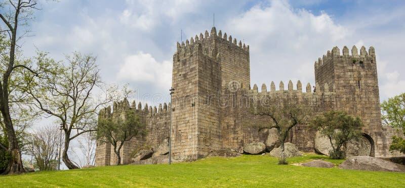 Panorama del castello di Guimaraes fotografie stock