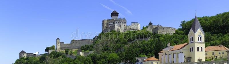 Panorama del castello di Trencin immagini stock