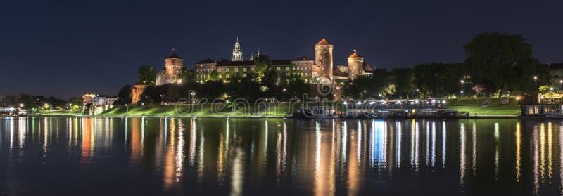 Panorama del castello reale di Wawel a Cracovia, Polonia immagini stock