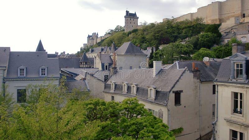Panorama del castillo de Chinon en Francia imagenes de archivo