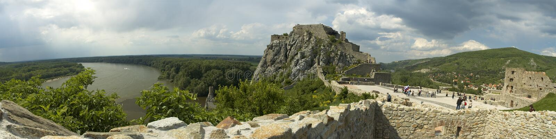 Panorama del castillo de Devin imagen de archivo