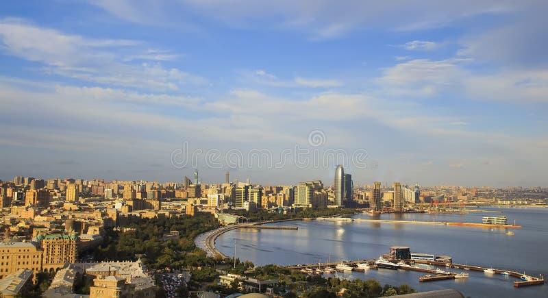 Panorama del centro de ciudad de Baku fotos de archivo libres de regalías