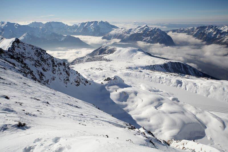 Panorama del centro turístico del invierno fotos de archivo libres de regalías