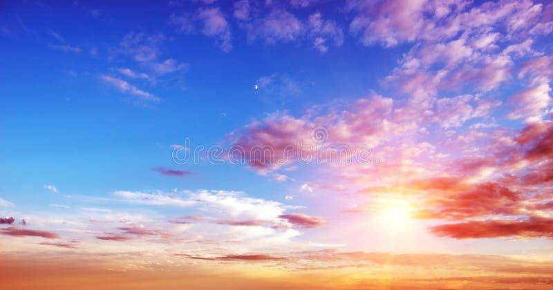 Panorama del cielo del verano de la salida del sol imágenes de archivo libres de regalías