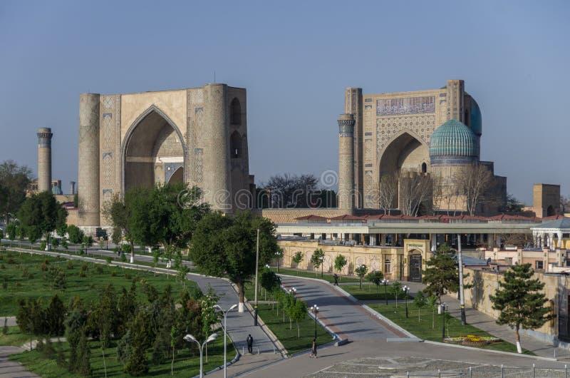 Panorama del complejo grande de la mezquita de Bibi-Khanym con el beautif imágenes de archivo libres de regalías