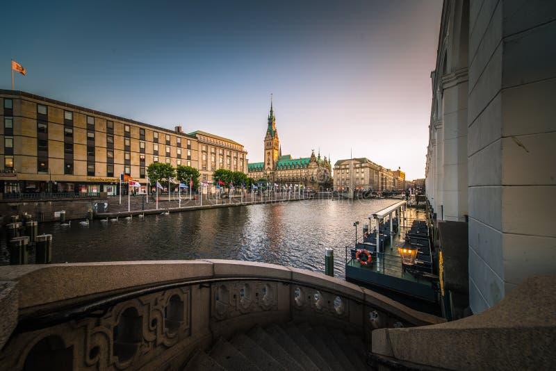 Panorama del comune di Amburgo Rathaus immagine stock libera da diritti
