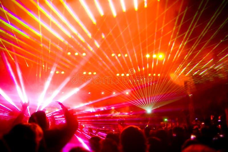 Panorama del concerto, dell'esposizione del laser e della musica fotografia stock libera da diritti