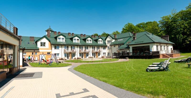 Panorama del cortile dell'hotel fotografia stock libera da diritti