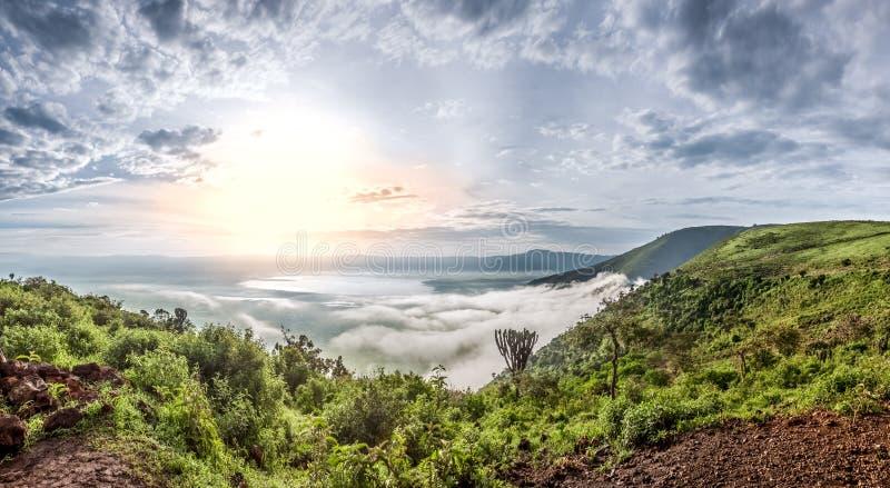 Panorama del cráter de Ngorongoro, Tanzania, la África del Este fotos de archivo