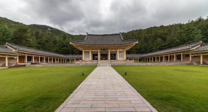Panorama del cuadrado central, de edificios y del pabellón principal dentro del complejo de Tongiljeon Herencia de Gyeongju capit foto de archivo