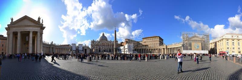 Panorama del cuadrado de San Pedro del Vaticano fotos de archivo