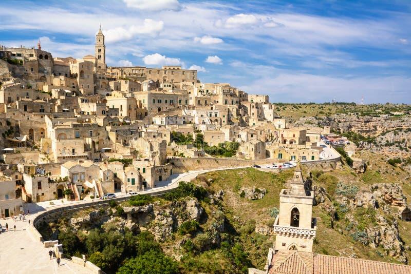 Panorama del della Civita di Colle di Matera con il cielo blu immagine stock