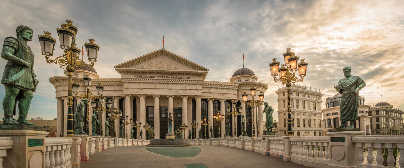 Panorama del distretto del centro di Skopje, Repubblica Macedone fotografia stock libera da diritti