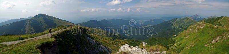 panorama del fatra de Eslovaquia con una montaña de grandes cubiertas fotos de archivo libres de regalías