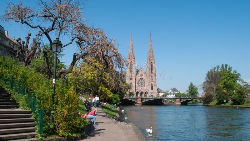 panorama del fiume dell'IL e della chiesa di St Paul immagine stock