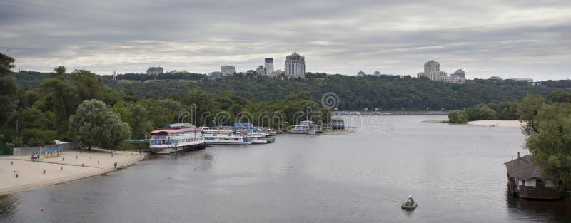 Panorama del fiume di Dnieper a Kiev, Ucraina fotografia stock libera da diritti