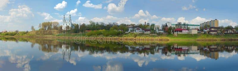 Panorama del fiume occidentale di Dvina Polatsk, Bielorussia fotografia stock