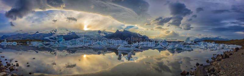 Panorama del glaciar de Fjallsarion en Islandia imágenes de archivo libres de regalías