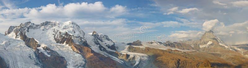 Panorama del glaciar de Matterhorn imagenes de archivo