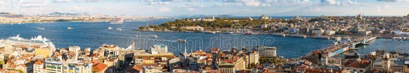 Panorama del golfo de oro del cuerno y el Bosphorus en Estambul imagenes de archivo