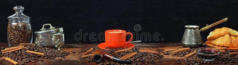 panorama del Grande-formato de una vida inmóvil en un tema del café fotos de archivo