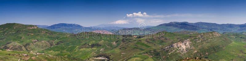Panorama del hillscape siciliano imagen de archivo