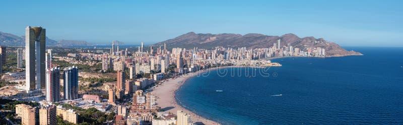 Panorama del horizonte de la ciudad de Benidorm, provincia de Alicante, España fotografía de archivo