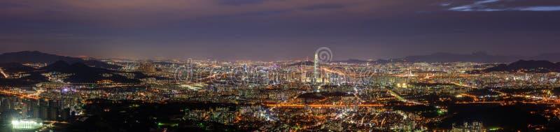 Panorama del horizonte de la ciudad de Seul en Namhansanseong, Corea del Sur imagen de archivo libre de regalías