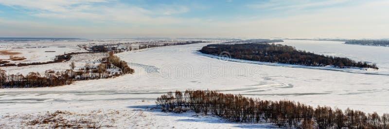 Panorama del invierno del río de Kama foto de archivo libre de regalías