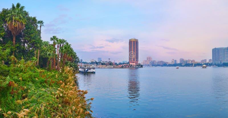 Panorama del jardín de la palma en el banco Nilo, Giza, Egipto fotos de archivo