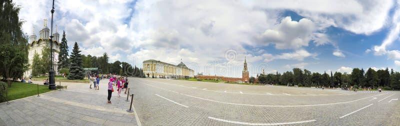 Panorama del Kremlin con el edificio del senado en Moscú fotos de archivo