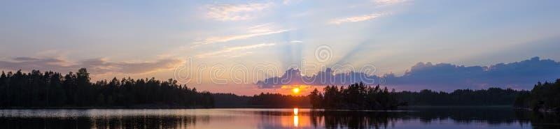 Panorama del lago del bosque fotos de archivo