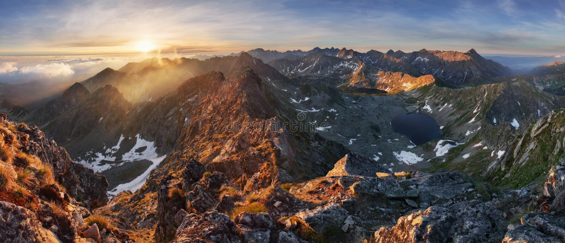 Panorama del landcape de la montaña en el verano en Polonia Tatras cerca de Zakop fotografía de archivo libre de regalías