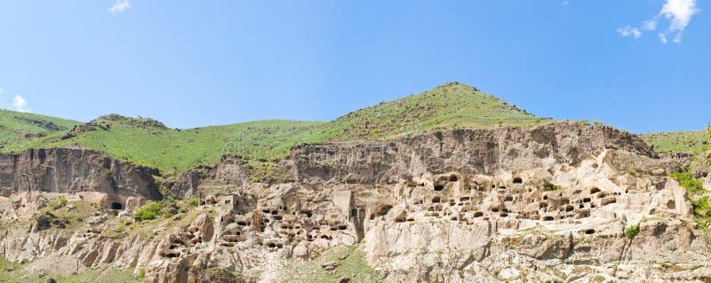Panorama del monastero medioevale Vardzia della città della caverna fotografia stock libera da diritti