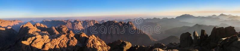 Panorama del monte Sinaí imagenes de archivo