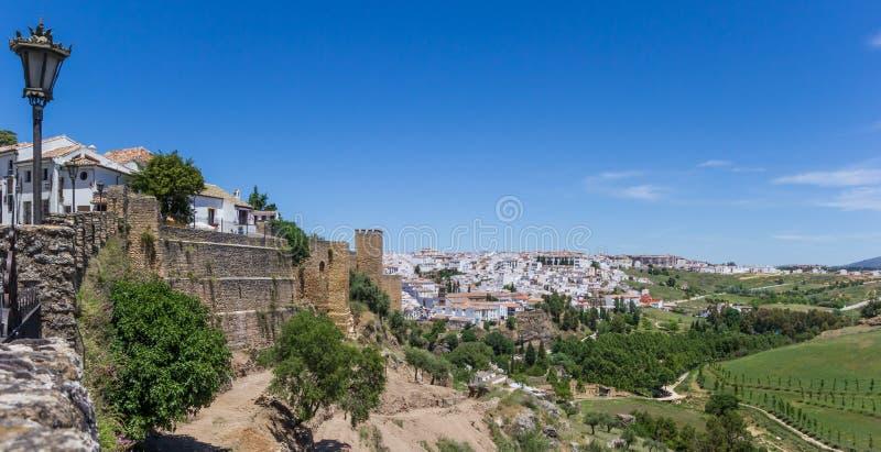 Panorama del muro della città e del paesaggio circostante di Ronda fotografia stock