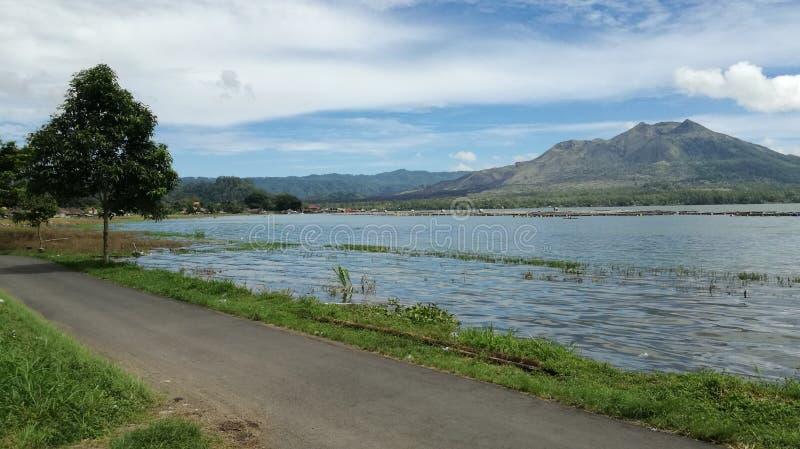 Panorama del paesaggio del batur del supporto dall'esterno del lago del batur immagine stock libera da diritti