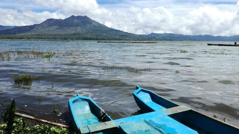 Panorama del paisaje del batur del soporte fuera del lago del batur imágenes de archivo libres de regalías