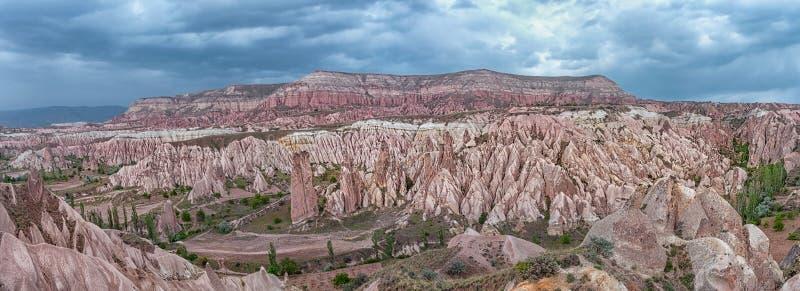 Panorama del paisaje de la montaña en Cappadocia Turquía fotografía de archivo